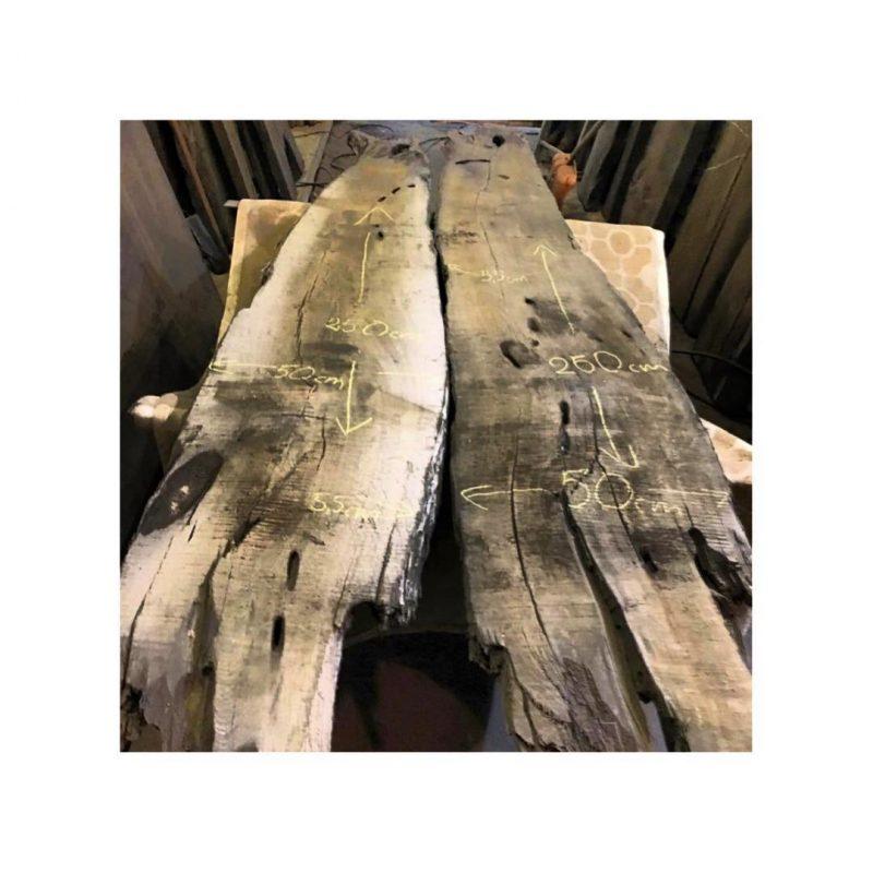 снимка на изработка на маса от дърво